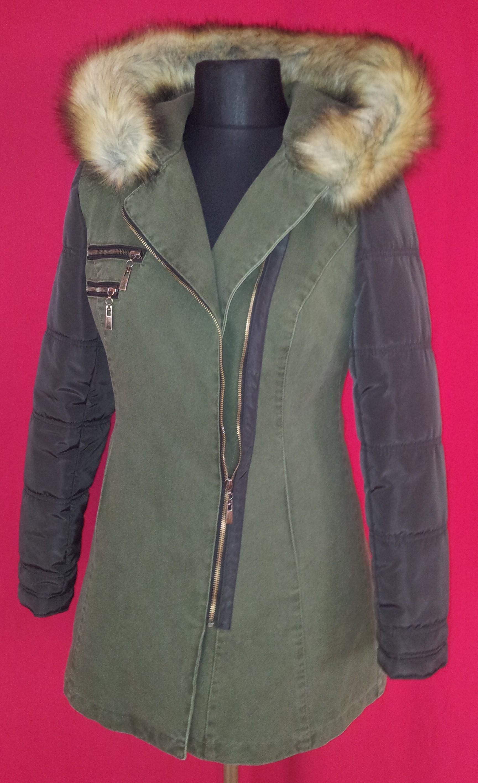 97d03f13984f Dámska zimná bunda dlhá. Farba tmavo zelená. Zapínanie na zips. Kapucňa s  kožušinkou. Zloženie  65% bavlna